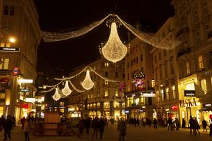 グラーベンのクリスマスイルミネーション ウィーン  オーストリアの写真素材 [FYI04308035]