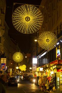 ウィーン旧市街 クリスマスイルミネーション オーストリアの写真素材 [FYI04308036]