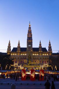 ウィーン市庁舎前  クリスマスマーケット オーストリアの写真素材 [FYI04308051]