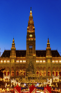 ウィーン市庁舎前  クリスマスマーケット オーストリアの写真素材 [FYI04308055]