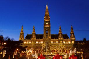 ウィーン市庁舎前  クリスマスマーケット オーストリアの写真素材 [FYI04308056]