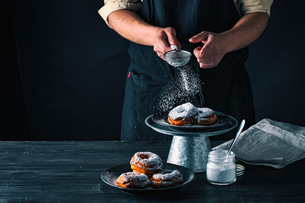 Delicious donut image. Sprinkled powdered sugar on donuts.の写真素材 [FYI04308656]