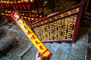 香港・文武廟の線香の写真素材 [FYI04308820]