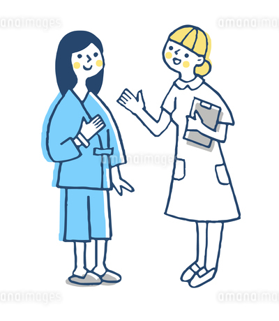 看護師と検査着を着た女性患者のイラスト素材 [FYI04308831]