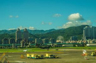 台湾・台北の街並みと夏空の写真素材 [FYI04308848]