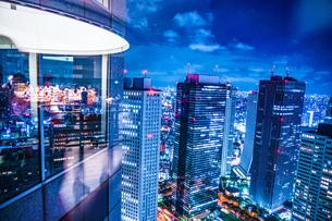 東京都庁舎の展望台から見える東京の夜景の写真素材 [FYI04309002]