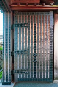 金沢城河北門の重厚な扉の写真素材 [FYI04309433]