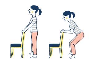 椅子を使ったスクワットをする女性のイラスト素材 [FYI04309504]