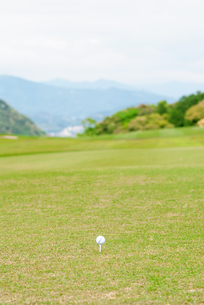 ゴルフ場のティーグラウンドの写真素材 [FYI04309883]
