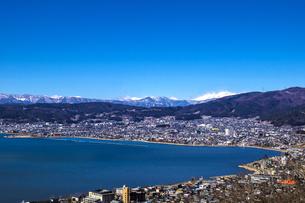 信州 長野県諏訪市 春の諏訪湖の写真素材 [FYI04310392]