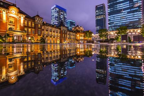 東京駅の夜景の写真素材 [FYI04310735]
