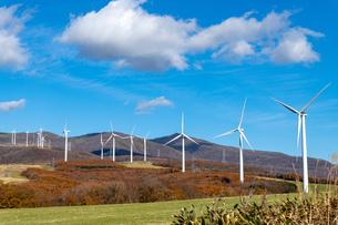 北海道伊達市 風力発電の風車の写真素材 [FYI04310813]