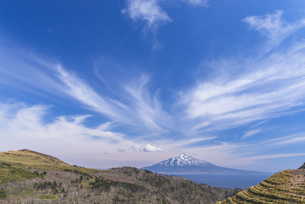 雪解けの利尻富士の写真素材 [FYI04311256]