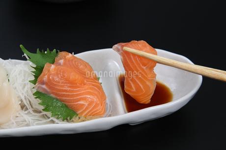 鮭の刺身の写真素材 [FYI04311263]