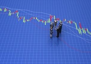 株価グラフの上で話し合う人々のイラスト素材 [FYI04311475]