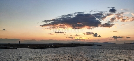 海と夕焼けの写真素材 [FYI04311664]