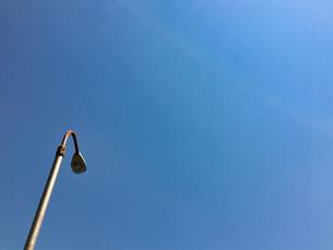 2020/4 青空と外灯の写真素材 [FYI04312248]