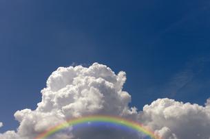 虹と入道雲の写真素材 [FYI04313112]