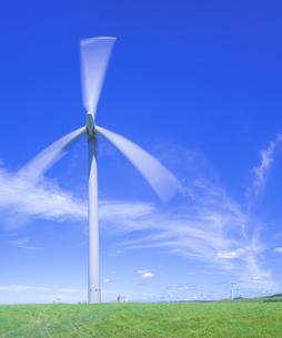 北海道 自然 風景   (青空と風車)の写真素材 [FYI04313481]