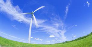 北海道 自然 風景   (青空と風車)の写真素材 [FYI04313485]