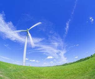 北海道 自然 風景   (青空と風車)の写真素材 [FYI04313486]