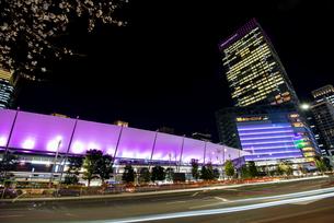 東京駅八重洲口夜景の写真素材 [FYI04313535]