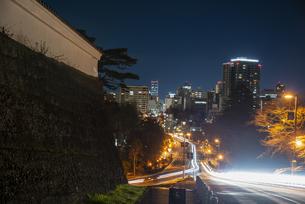 ライトアップの仙台城 大手門跡と仙台街並夜景の写真素材 [FYI04313558]