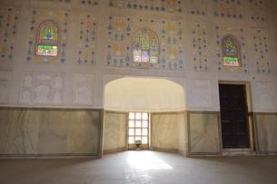 ステンドガラスなどで装飾されたアンベール城の写真素材 [FYI04313908]