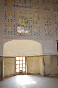 ステンドガラスなどで装飾されたアンベール城の写真素材 [FYI04313909]