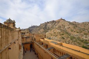 アンベール城から見たジャイガル城の写真素材 [FYI04313921]