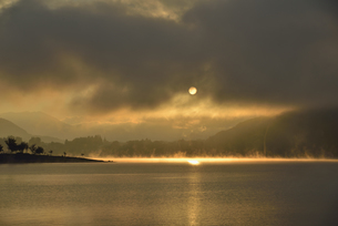 河口湖の日の出の写真素材 [FYI04314167]