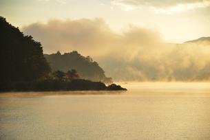 河口湖の朝の写真素材 [FYI04314172]