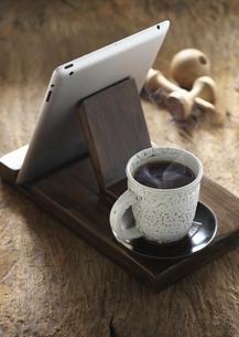 コーヒーとiPadの写真素材 [FYI04314250]