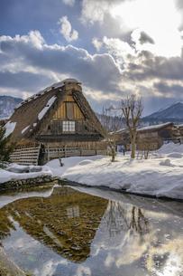 世界遺産白川郷の雪景色の写真素材 [FYI04315167]