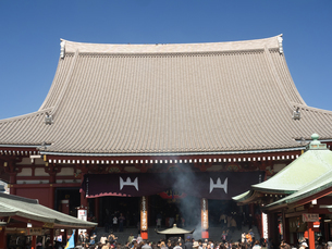 東京都 浅草寺本堂の写真素材 [FYI04315228]
