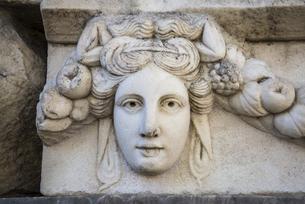 アフロディシアス遺跡顔レリーフの写真素材 [FYI04316151]