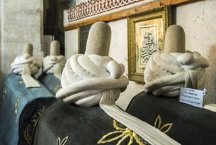 メヴラーナ博物館に見る複数の棺の写真素材 [FYI04316175]