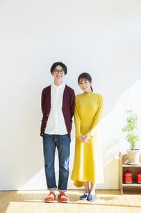 笑顔の夫婦のポートレートの写真素材 [FYI04316453]