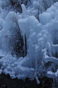 冬の氷柱の写真素材 [FYI04316790]