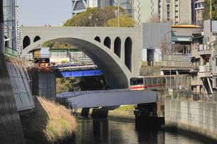 御茶ノ水 聖橋と丸ノ内線の写真素材 [FYI04316815]