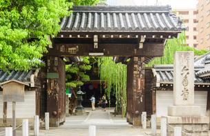 西国三十三所 第十八番 六角堂 頂法寺の写真素材 [FYI04317560]