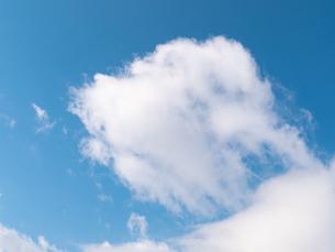 おもしろい雲と空のイメージ素材の写真素材 [FYI04318347]