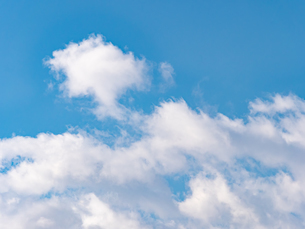 おもしろい雲と空のイメージ素材の写真素材 [FYI04318354]