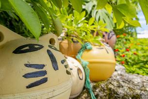 鳩間島のユニークな浮き玉アートの写真素材 [FYI04318810]
