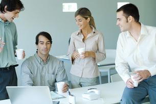 Business associates gatheredの写真素材 [FYI04318963]