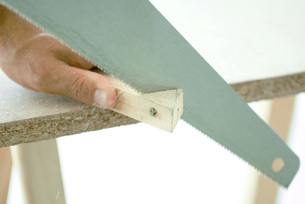 Man cutting corner off piece of woodの写真素材 [FYI04319122]