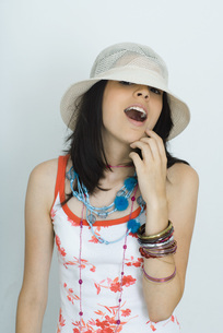 girl looking, wearing hat, open mouthの写真素材 [FYI04319161]