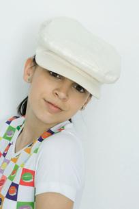girl wearing cap, smiling at cameraの写真素材 [FYI04319168]