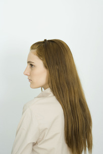 Young woman with long hair, profileの写真素材 [FYI04319190]