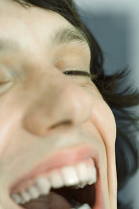 Cropped view of boy laughingの写真素材 [FYI04319212]